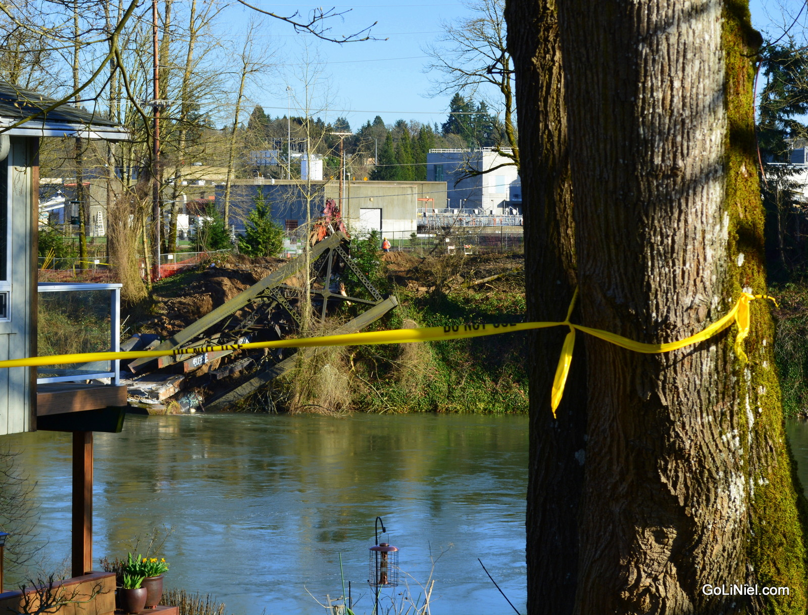 SP Bridge over Clackamas is nearly broken down and hauled away